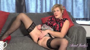 Molly-Seduction And Jerk Off Instruction